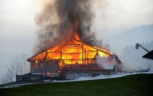 Фото - горящий дом