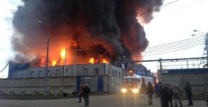 Фото - пожар на складе